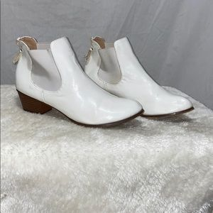 Chase & Chloe Boots White Size 10